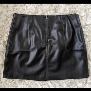 Faux leather short skirt
